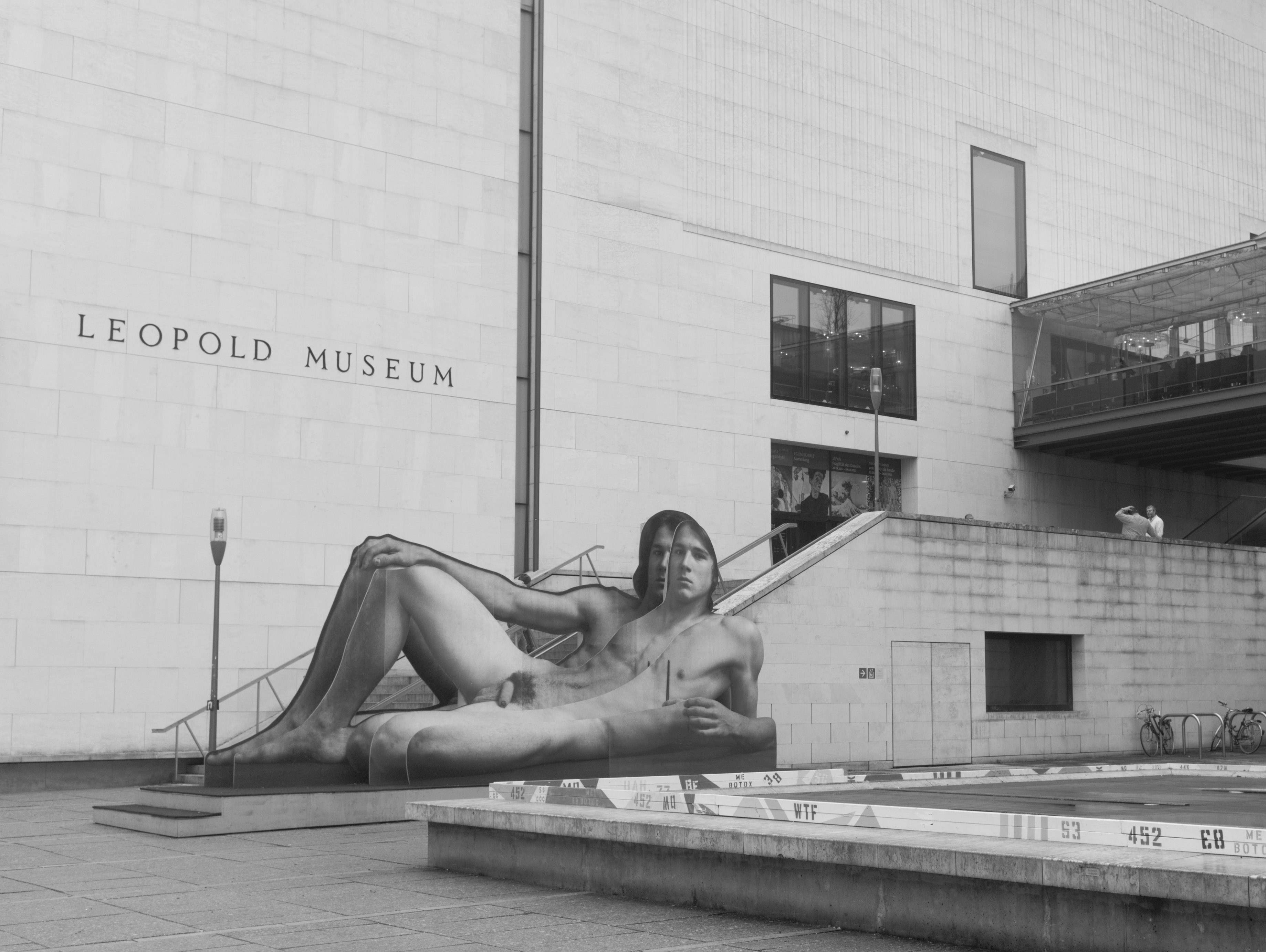 Nude in public at Leopold Museum (Neubau, Austria) with Leica M Monochrom (Leica Summilux-M 35mm f/1.4 ASPH.) by Magnus L Andersson (photography.anderssoneklund.se) at 2012-12-17 11:40:35