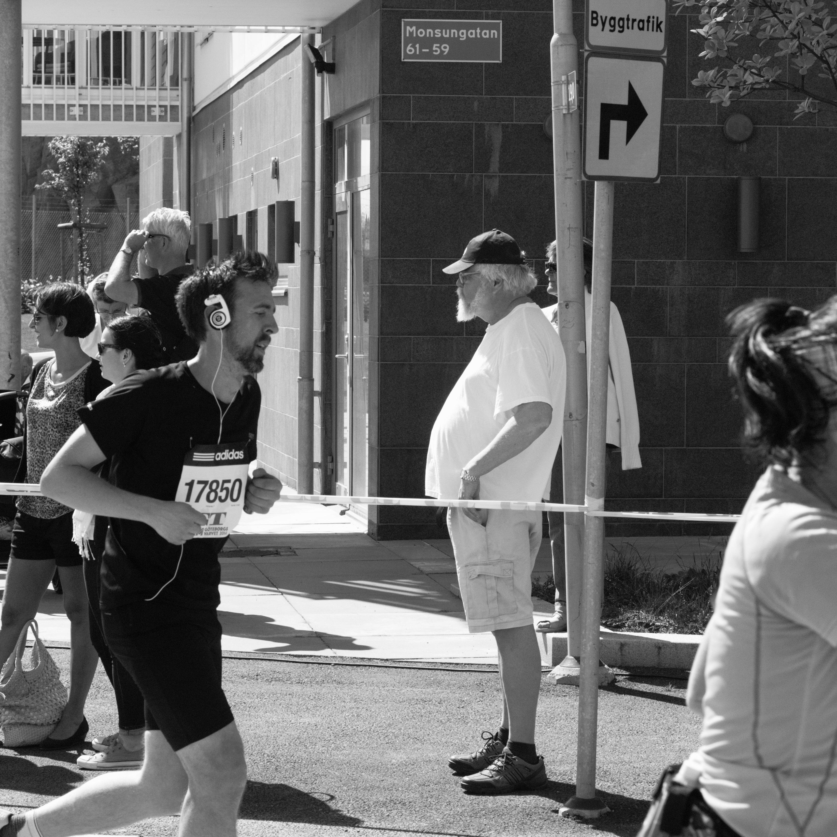 Bystander I at Eriksberg (Gothenburg, Sweden) with Leica M Monochrom (Leica Macro-Elmar-M 90mm f/4) by Magnus L Andersson (photography.anderssoneklund.se) at 2014-05-17 13:18:31