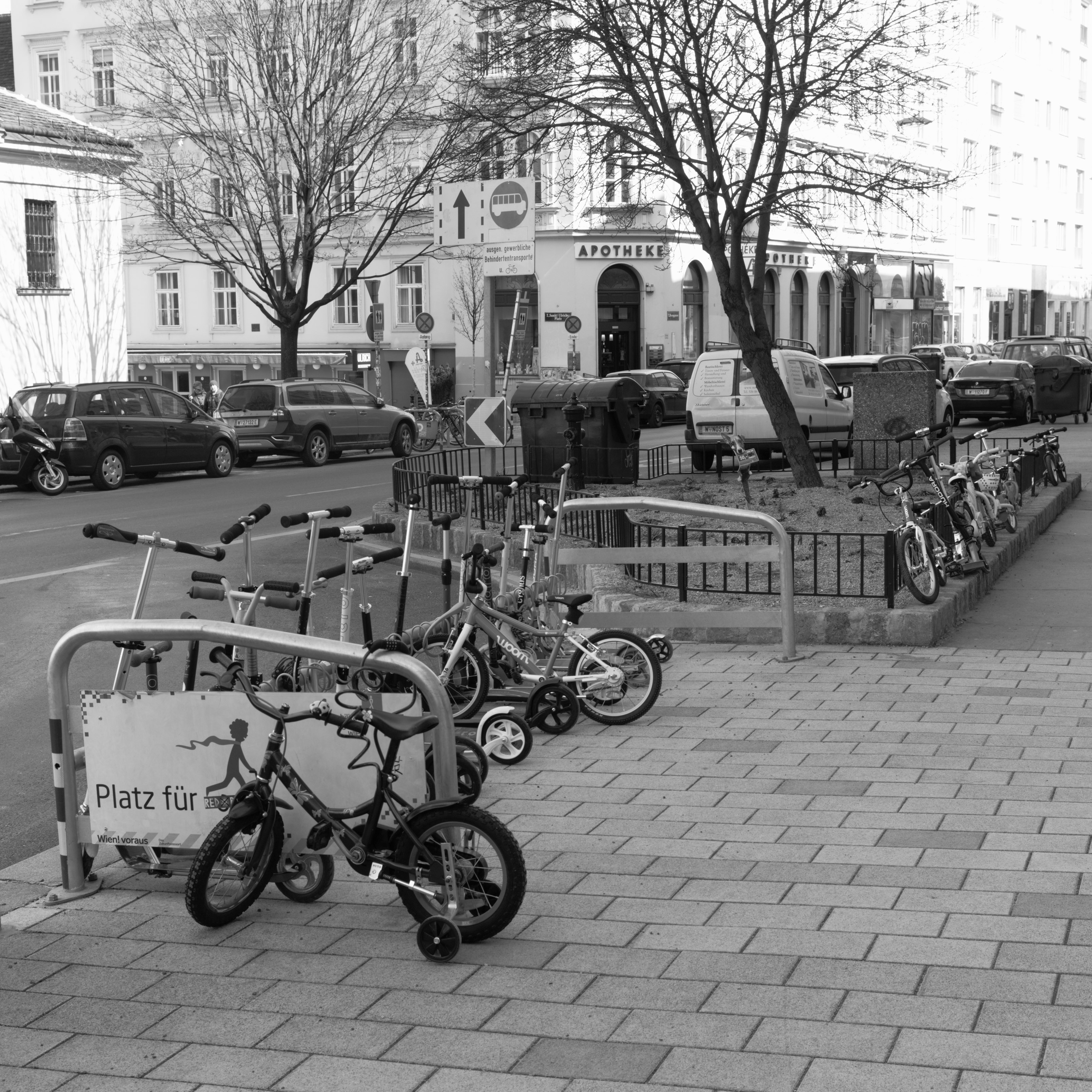 Modern parking place at Burggasse (Neubau, Austria) with Leica M Monochrom (Leica Summilux-M 35mm f/1.4 ASPH.) by Magnus L Andersson (photography.anderssoneklund.se) at 2018-03-22 12:16:16
