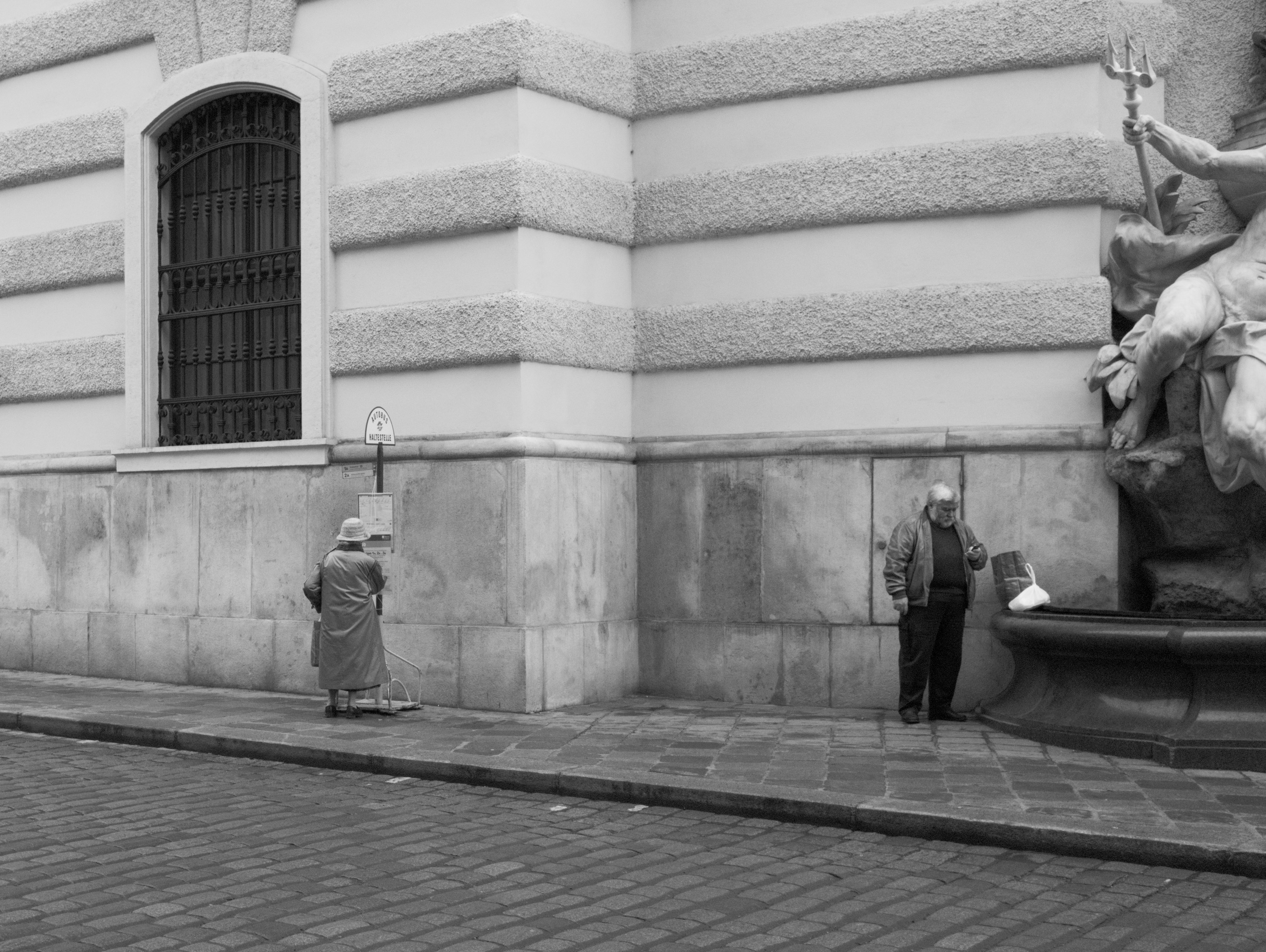 Waiting at Michaelerplatz (Innere Stadt, ) with Leica M Monochrom (Leica Summilux-M 35mm f/1.4 ASPH.) by Magnus L Andersson (photography.anderssoneklund.se) at 2012-12-17 11:19:46