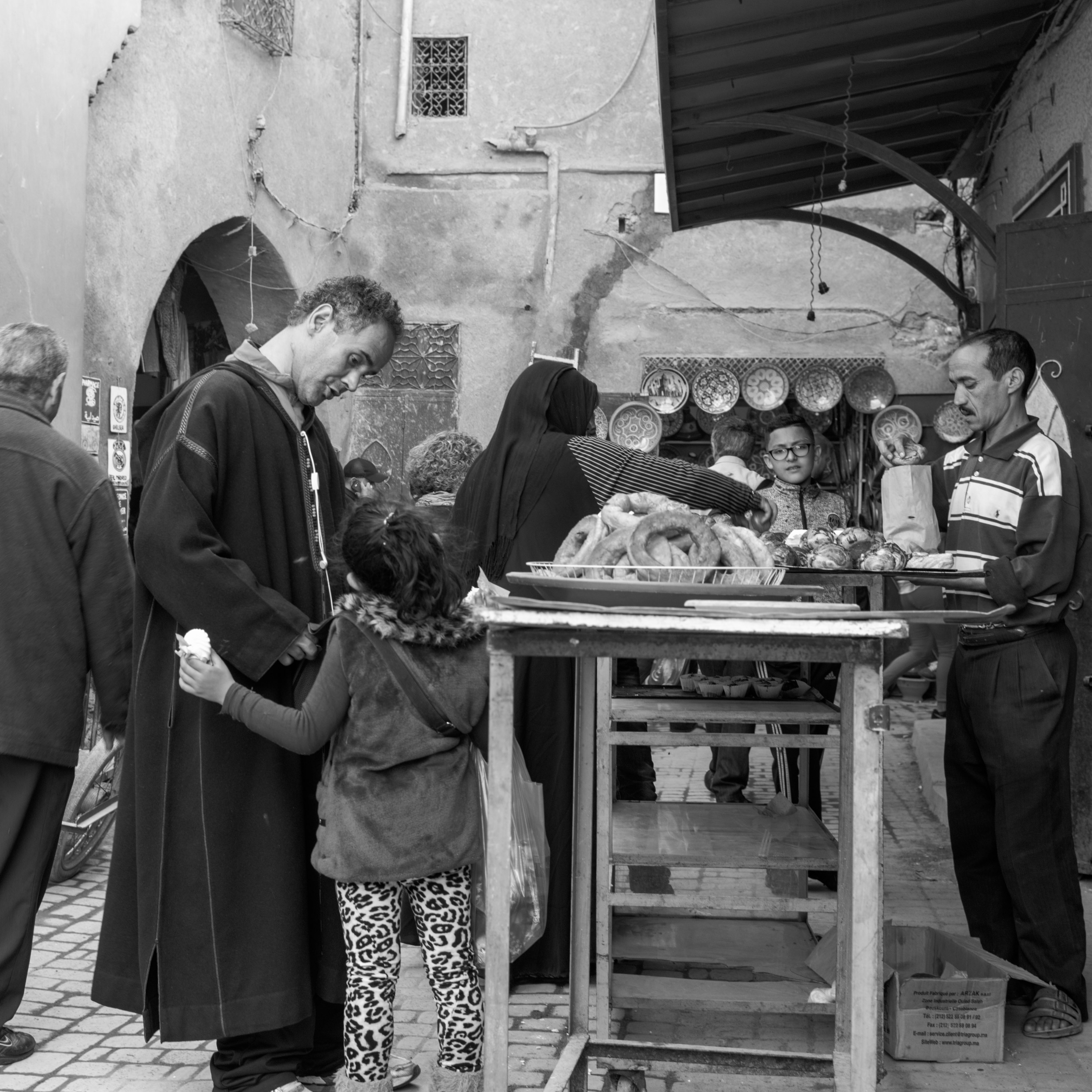 Please dad at Marrakech-Medina (Marrakesh, Morocco) with Leica M Monochrom (Leica Summilux-M 35mm f/1.4 ASPH.) by Magnus L Andersson (photography.anderssoneklund.se) at 2017-03-26 16:32:00