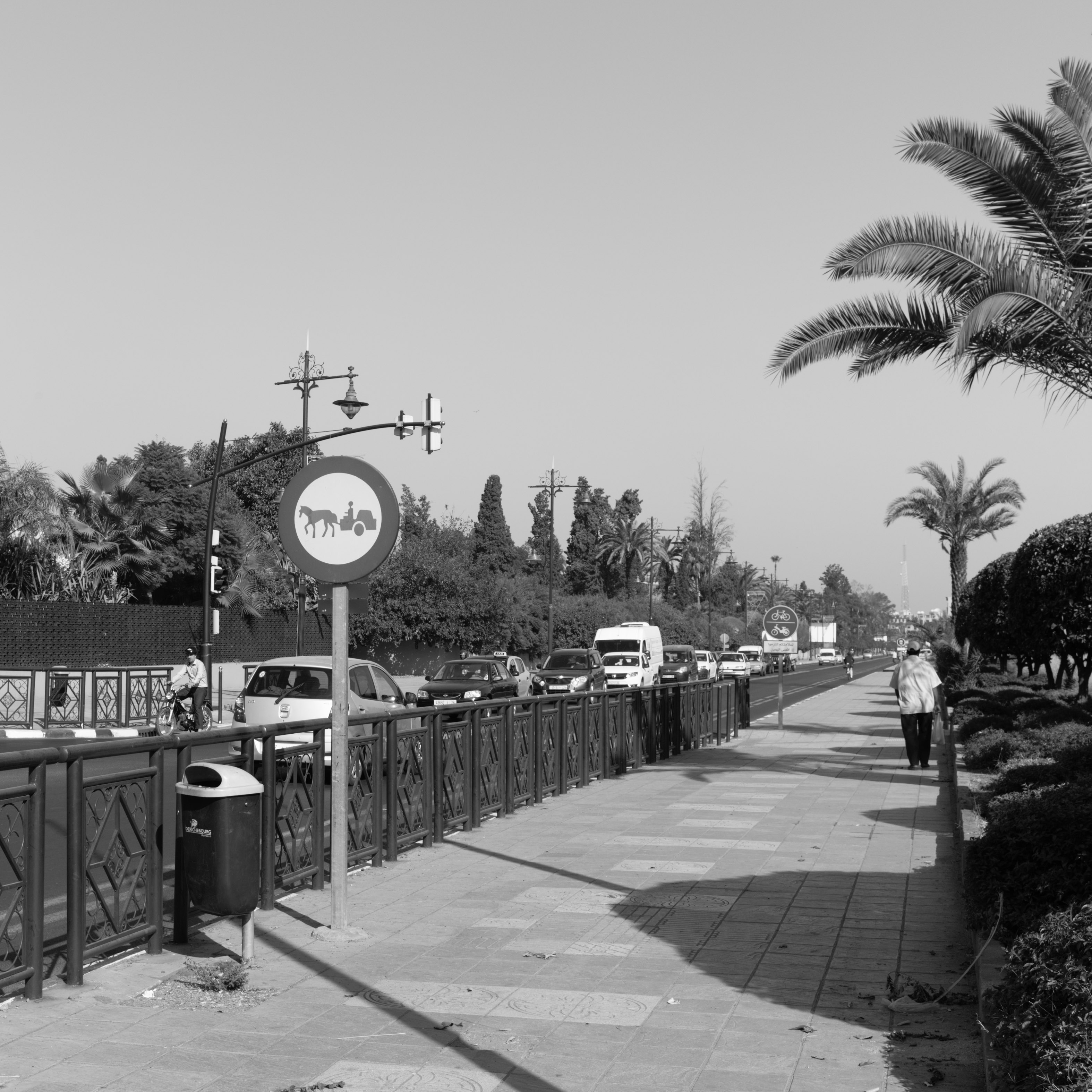 Traffic evolution at Marrakech-Medina (Marrakesh, Morocco) with Leica M Monochrom (Leica Summilux-M 35mm f/1.4 ASPH.) by Magnus L Andersson (photography.anderssoneklund.se) at 2017-09-30 10:11:04