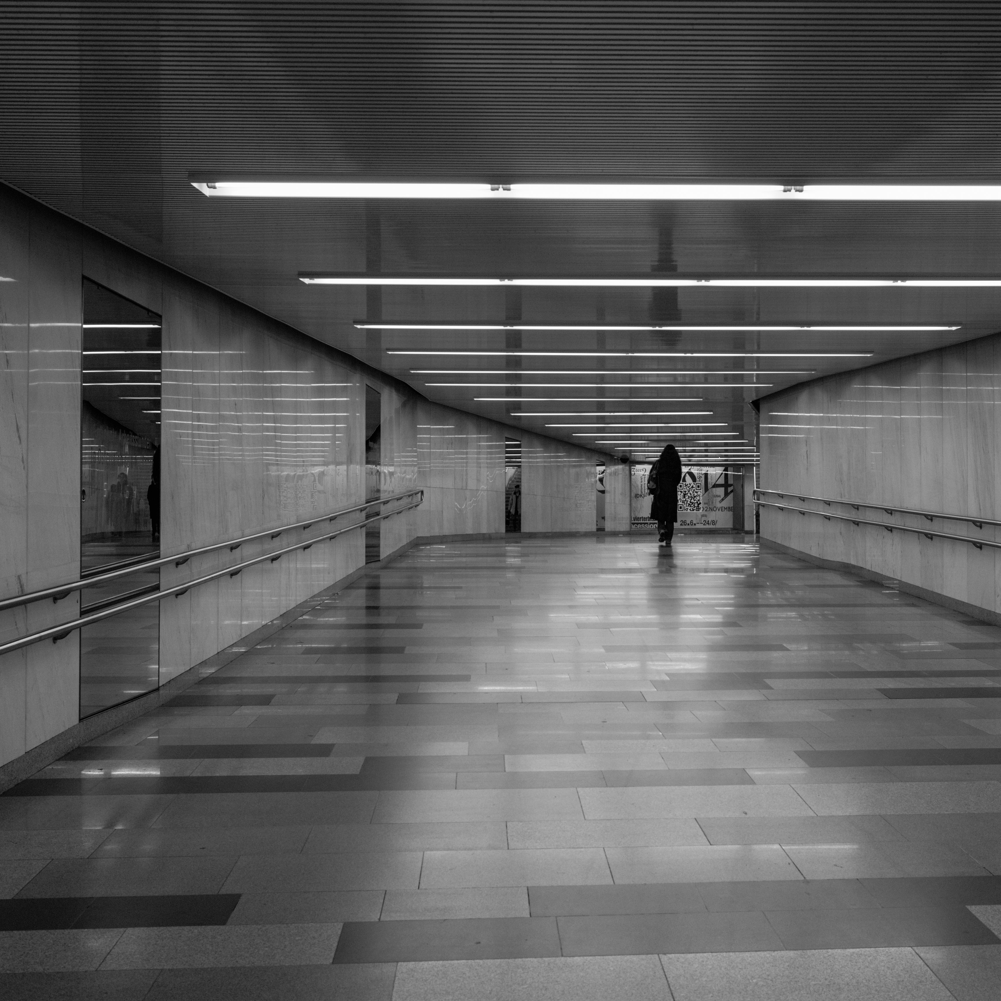 A passage at Somewhere (Innere Stadt, Austria) with Leica M Monochrom (Leica Summilux-M 35mm f/1.4 ASPH.) by Magnus L Andersson (photography.anderssoneklund.se) at 2013-11-19 13:51:35
